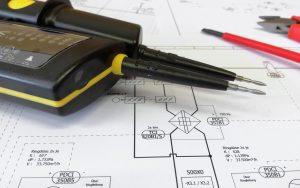 Stromprüfgerät und Hausplanung